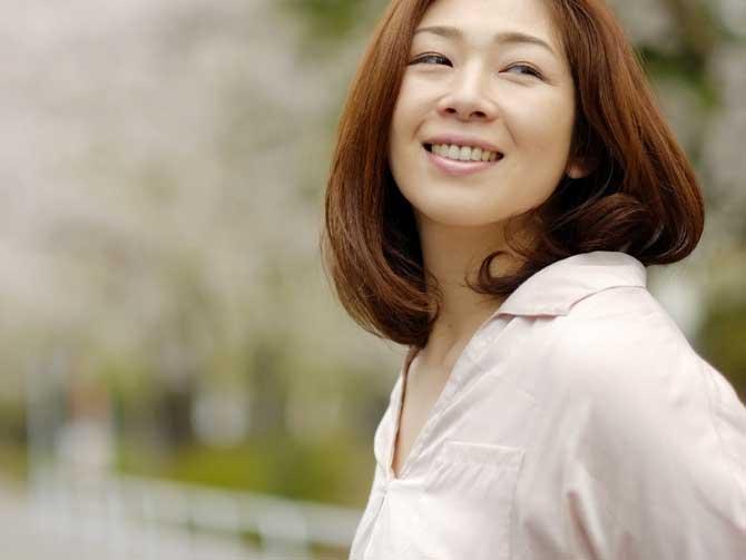 いまどきミセスはお洒落な白髪染め! 年齢を重ねるとちらほら髪に混じる白髪。
